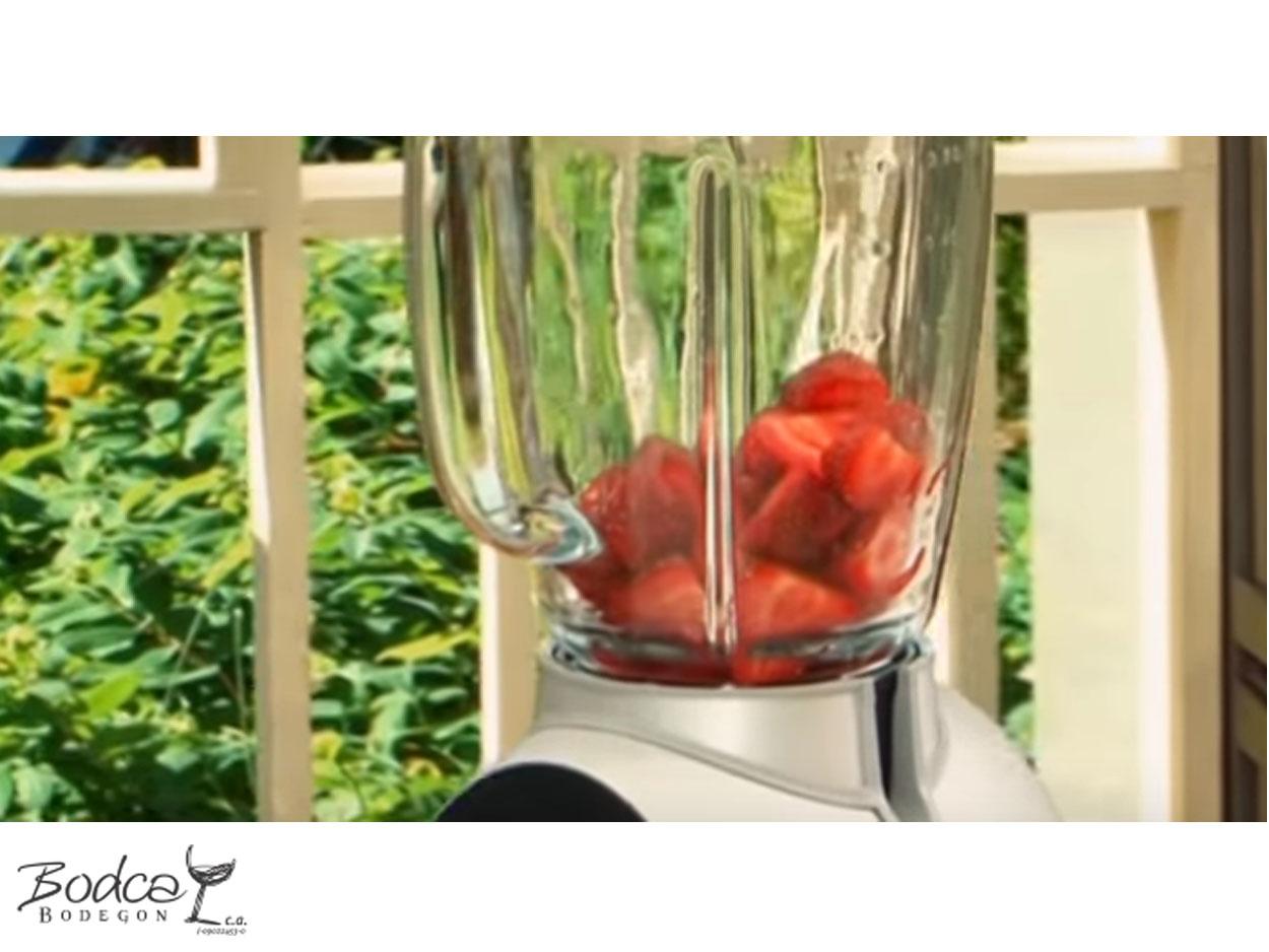 coctel_fresas_y_cava_paso1 fresas y cava Cóctel de Fresas y Cava C  ctel Fresas y Cava Paso1
