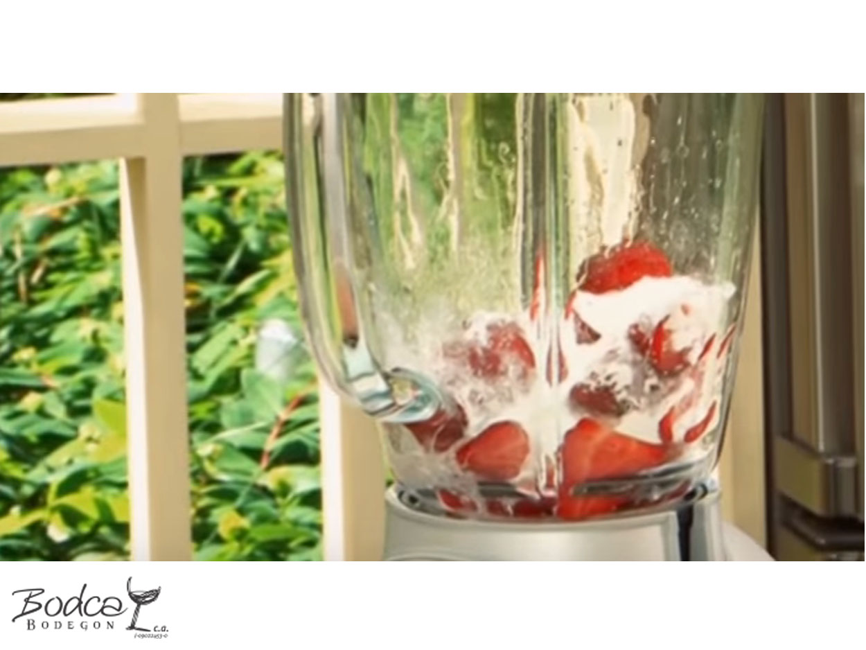 coctel_fresas_y_cava_paso2 fresas y cava Cóctel de Fresas y Cava C  ctel Fresas y Cava Paso2