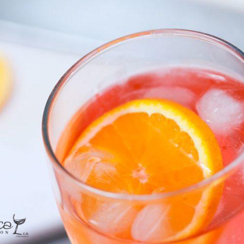 Ginebra y jugo de frutas