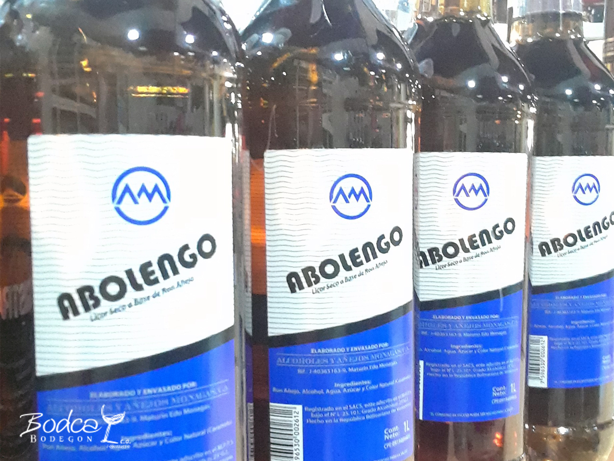 botellas de licor de ron abolengo